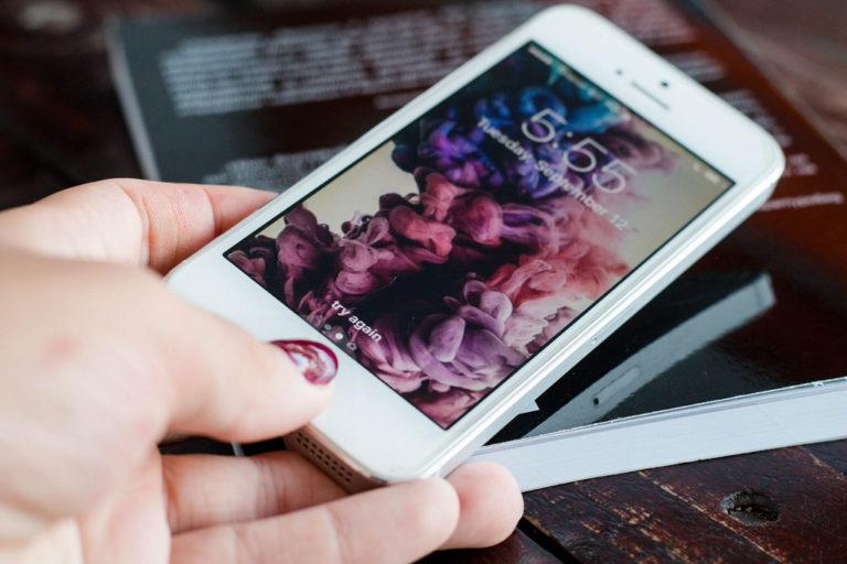 80 % Čechů používá smartphone. Znáte průlomové aplikace?
