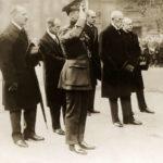 T.G.M. u Hrobu neznámého vojína v Londýně v roce 1923.